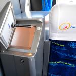 Micro Ônibus - Interno_Geladeira e Poltrona do guia