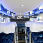 Ônibus G7 DD - Interno_Salão inferior - Bancada e Mesa de jogos